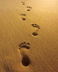 impronte-sulla-sabbia